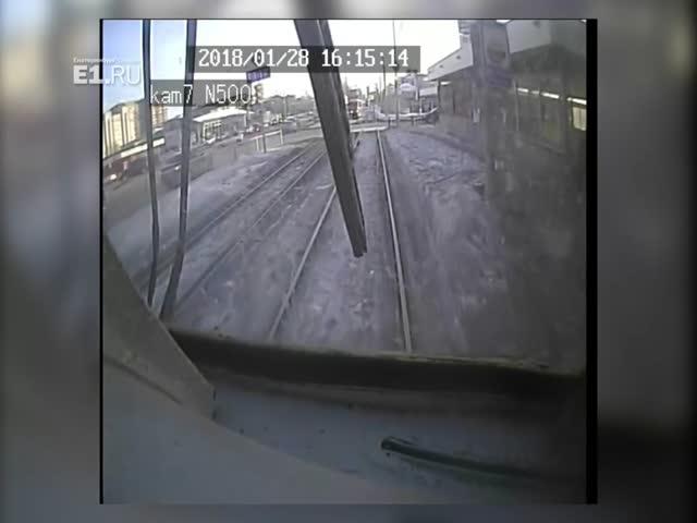 Водитель нарушил ПДД и спровоцировал аварию