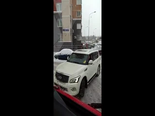 Упрямый водитель отказался пропускать пожарных и скорую