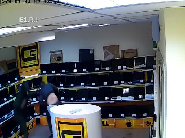 Ограбление магазина ноутбуков в Екатеринбурге