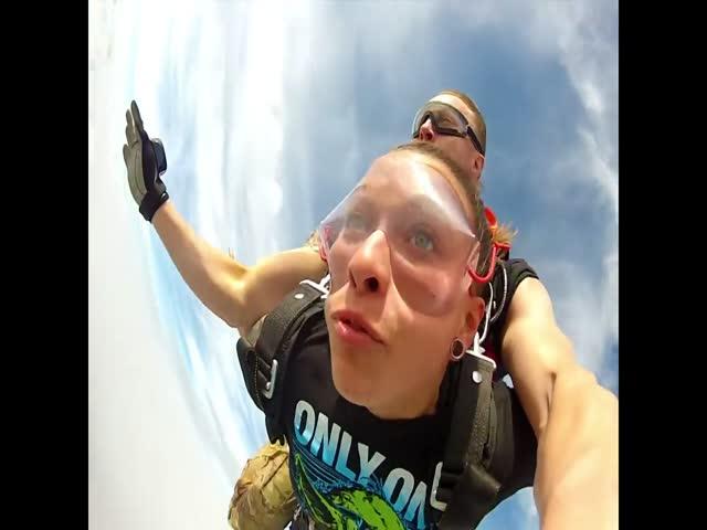 Неординарный случай во время прыжка с парашютом