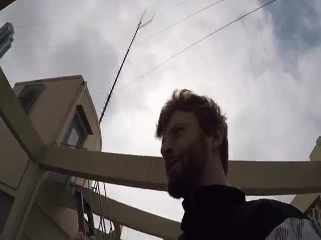 Любители паркура бегают по крышам Гонконга
