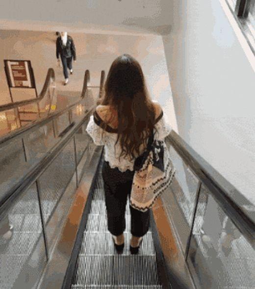 Происшествия на эскалаторах (14 гифок)