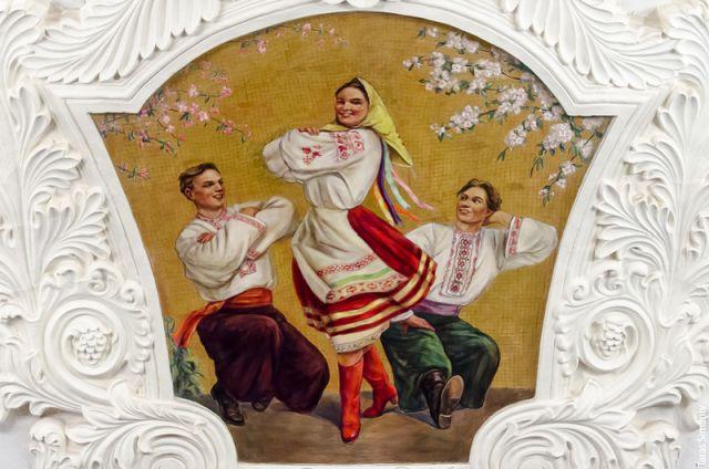 Украинка с фрески в московском метро стала причиной споров (3 фото)