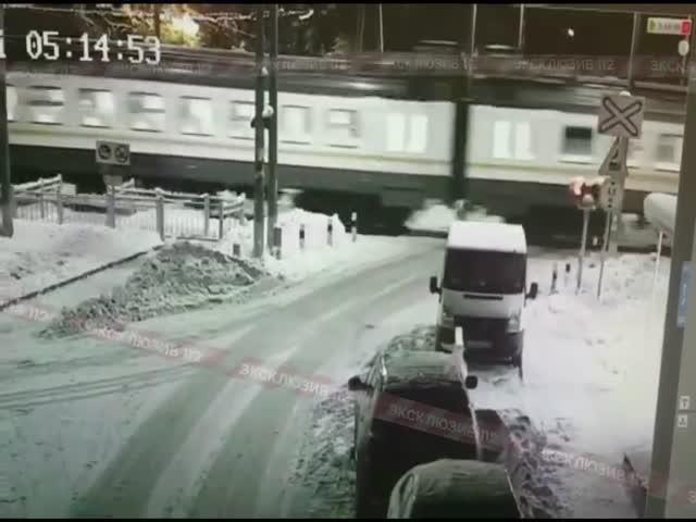Авария на железнодорожном переезде в Московской области