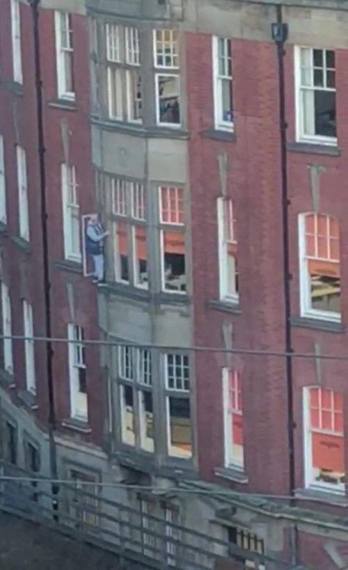 Когда собственная безопасность отходит на второй план (4 фото)