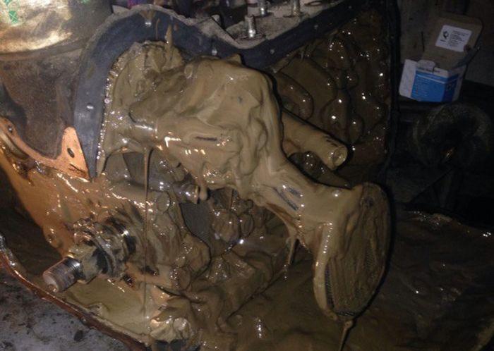 Когда воспользовался сомнительной присадкой в моторное масло (4 фото)