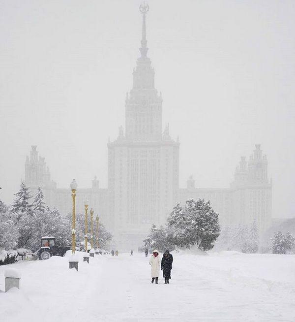 Рекордный снегопад в Центральной России (23 фото)
