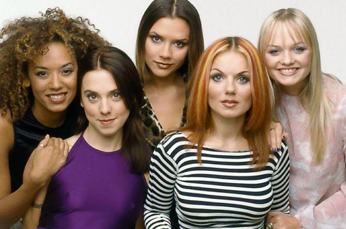 Участницы Spice Girls тогда и сейчас (2 фото)
