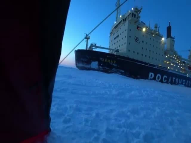 """Атомный ледокол """"Таймыр"""" спас норильских путешественников"""