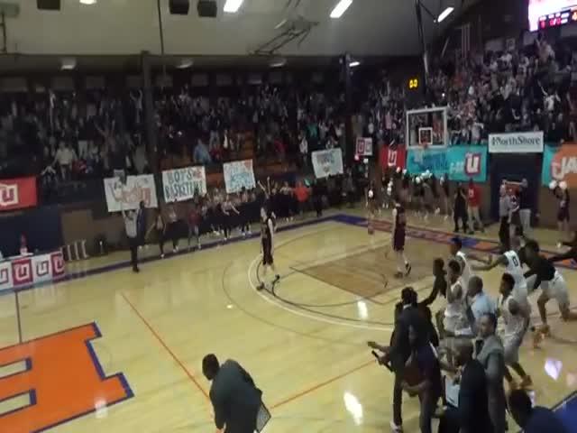 Невероятный бросок американского школьника в баскетбольном матче