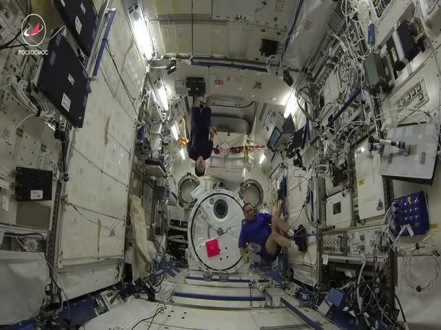 Космический бадминтон на борту МКС