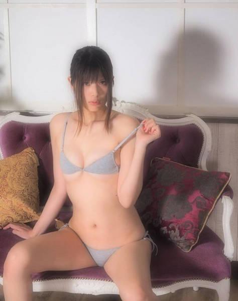 Японские девушки публикуют смелые фото в белье (26 фото)