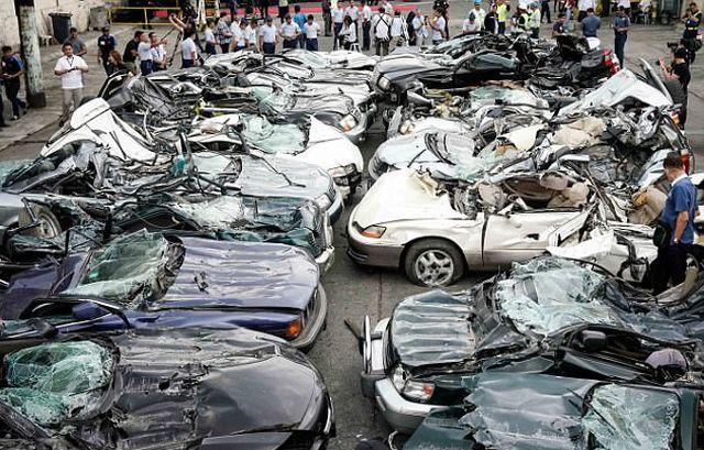 Президент Филиппин Родриго Дутерте приказал уничтожить десятки люксовых авто (6 фото)