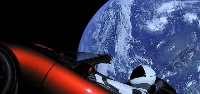 Компания SpaceX отправила в космос электрокар Tesla Roadster (4 фото + видео)
