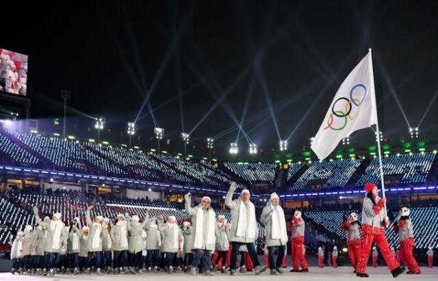 Российские спортсмены на церемонии открытия Зимних Олимпийских игр в Пхёнчхане (4 фото + видео)