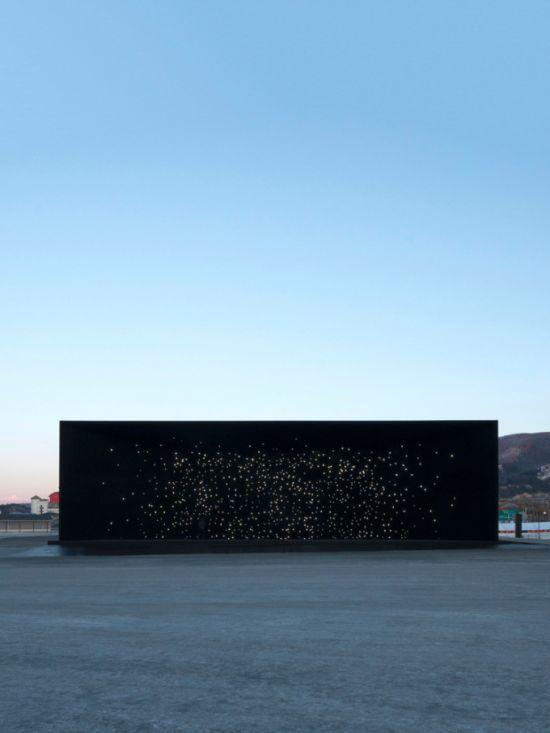 В Пхёнчхане построили самое черное в мире здание (9 фото + видео)