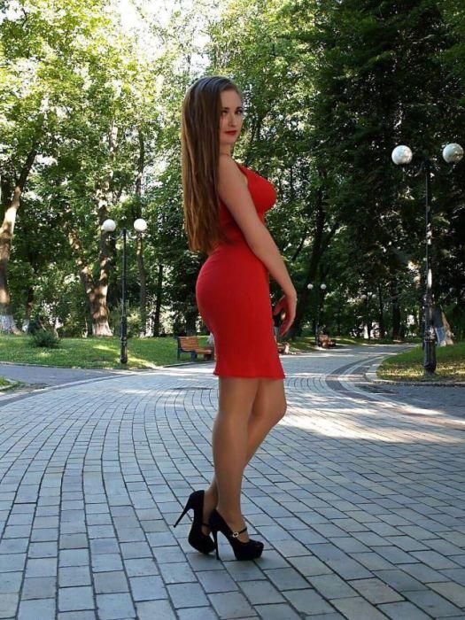 Девушки в красивых платьях (40 фото)