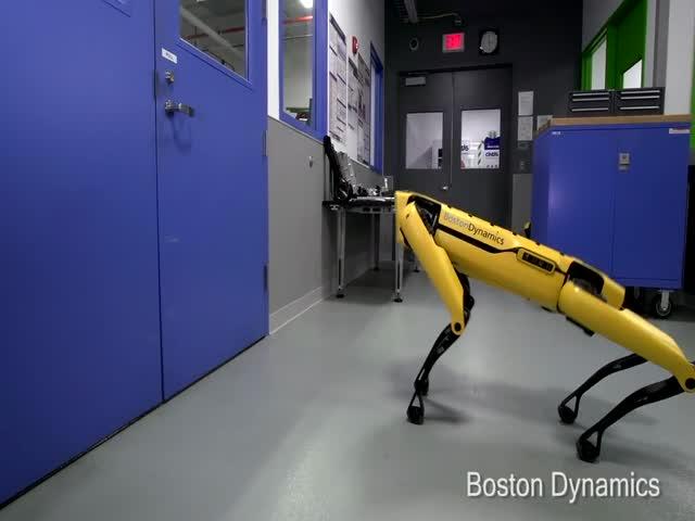 Роботы BostonDynamics развиваются