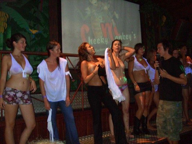 Сумасшедший конкурс мокрых футболок в Австралии (24 фото)