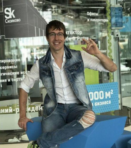Секс-тренер Насти Рыбки «охотницы на олигархов», нашелся на сайте «Сколково» (2 фото)