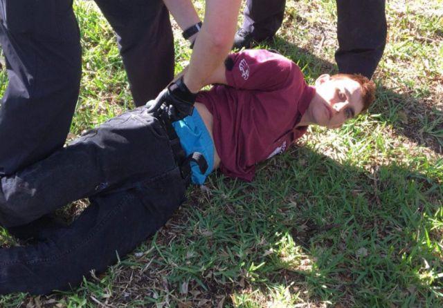 Стрельба в школе во Флориде (3 фото + 3 видео)