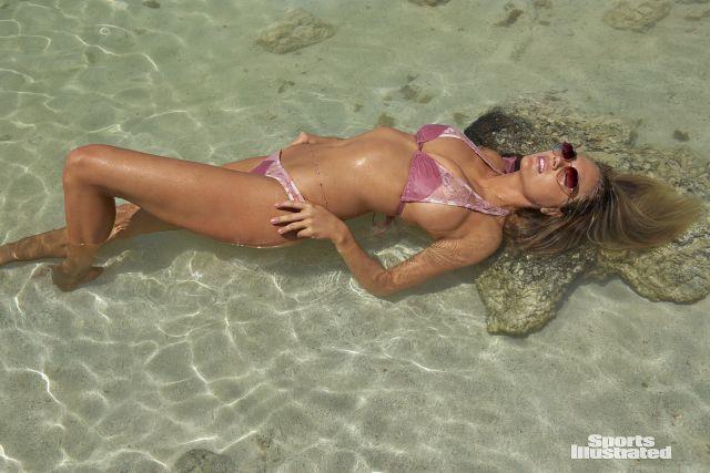 Нетронутая природа и прекрасная Кейт Аптон (27 фото)