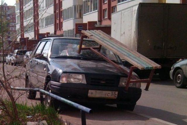 Обычные граждане ведут борьбу с неправильной парковкой по-своему (20 фото)