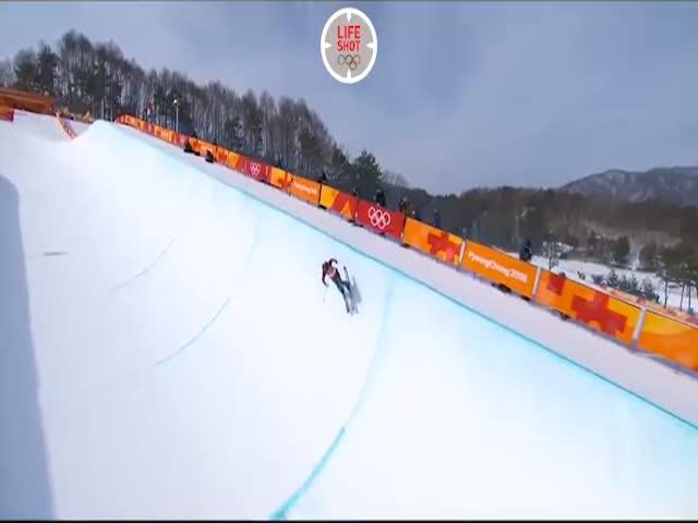 Гладкий спуск лыжницы на Олимпиаде