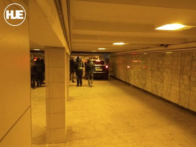 Джип в подземном переходе (4 фото + видео)