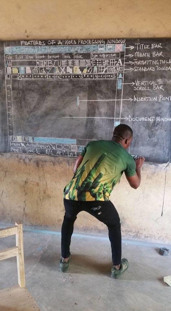 Бюджетный урок информатики в африканской деревне (3 фото)