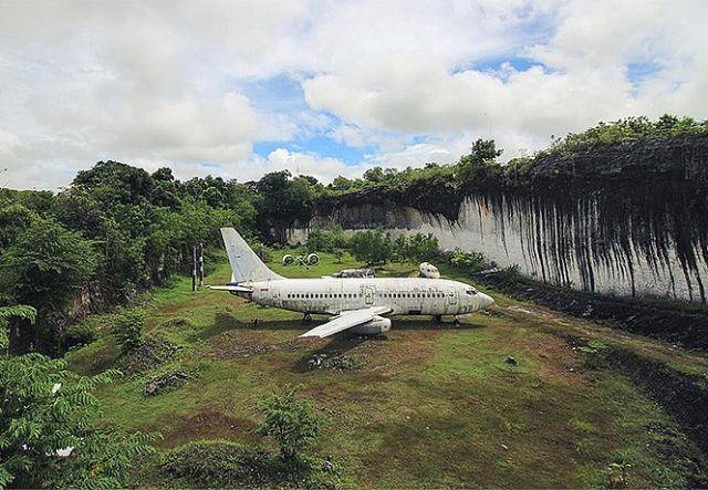 Мистическая загадка появления Boeing 737 (4 фото)