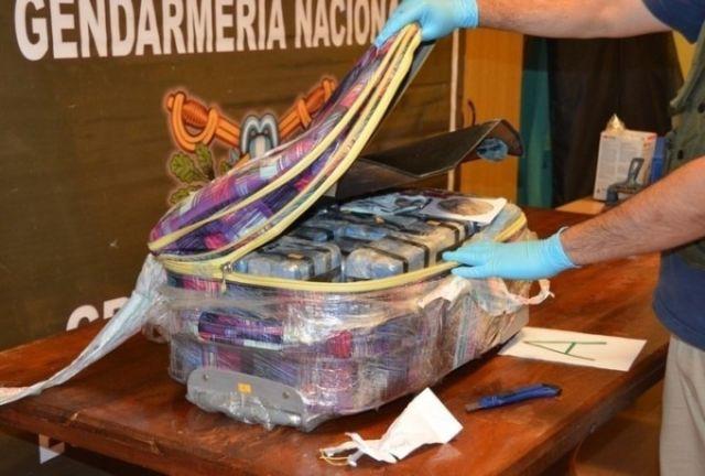 Кокаин в российском посольстве Аргентины (2 фото)