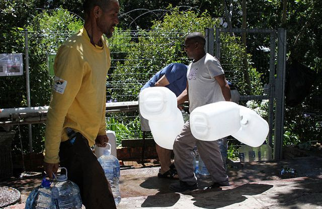 Мегаполис без воды (4 фото)