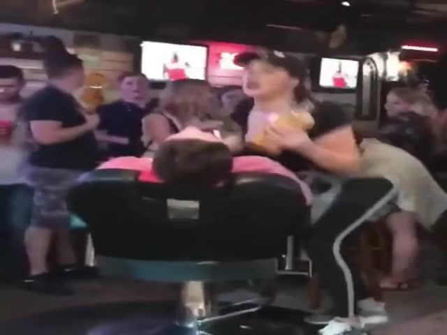 Работница бара вскружила голову мужчине