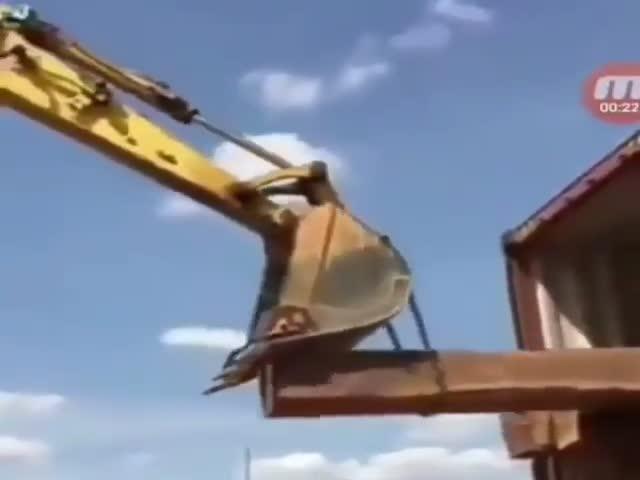 Необычное использование экскаватора