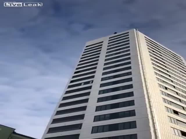 Падение с небоскреба в Швеции
