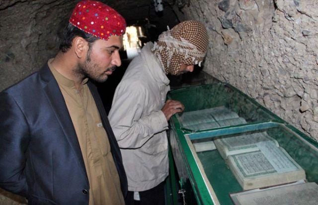 Захоронения старых Коранов (3 фото)