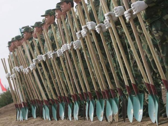 Солдаты на страже климата (4 фото)