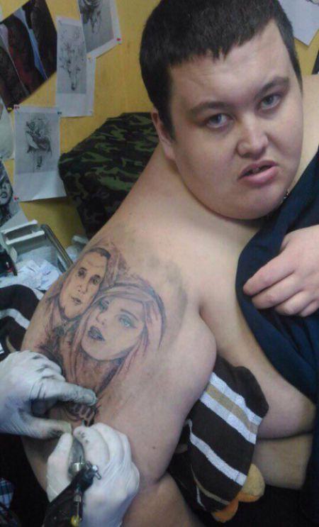 Призвал кумиров помочь в похудении через татуировки (3 фото)
