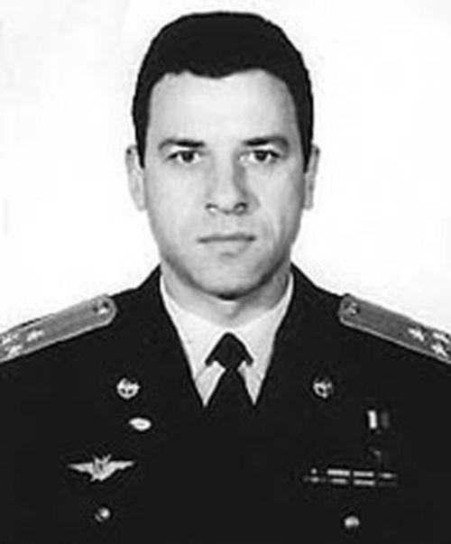 Герой России – пилот Валентин Падалка (3 фото)