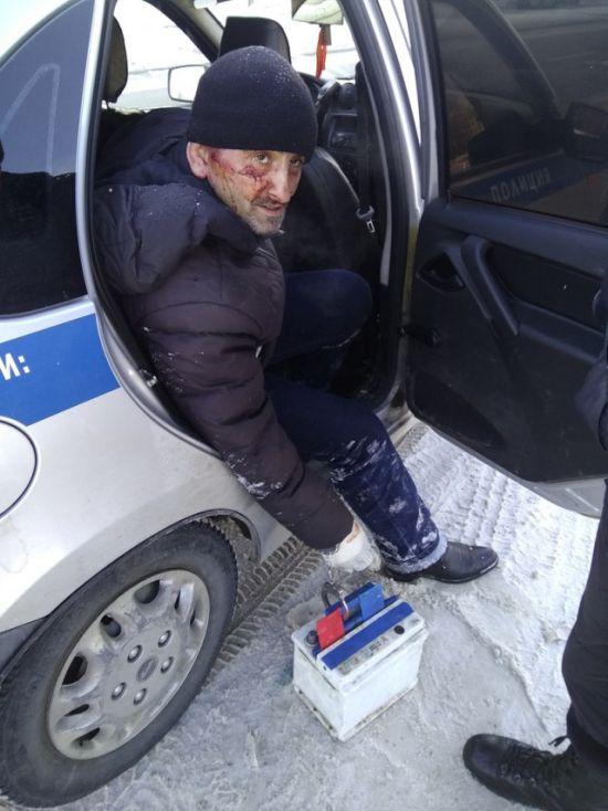 В Петербурге сотрудником МЧС пойман вор, укравший аккумулятор (5 фото)