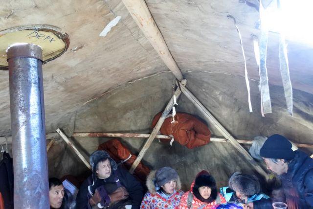 Меховые палатки нынче стоят дорого (7 фото)