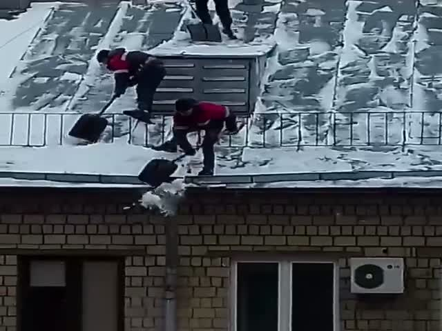 Снежная зима не дает покоя