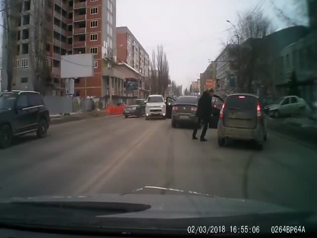 Вестерн по-саратовски: драка на дороге