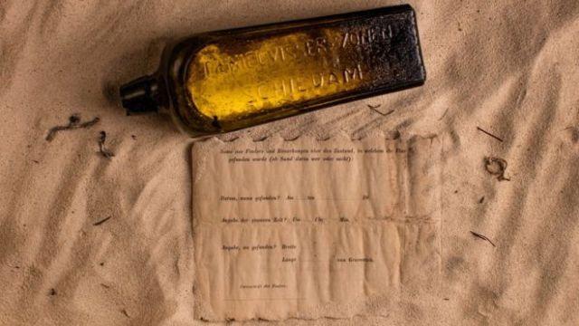 Послание из прошлого - в бутылке у берегов Австралии (4 фото)