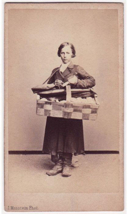 Простолюдины с питерских и московских улиц: фотокарточки 19 столетия (35 фото)