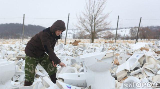 В Чувашии не успели убрать «кладбище унитазов» (4 фото)