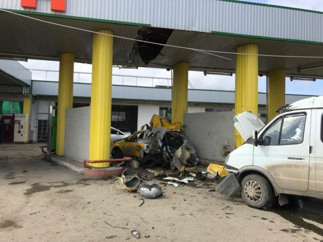 Взрыв автомобиля в Минераловодском городском округе (6 фото)