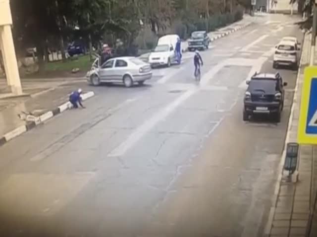 В Крыму автомобиль переехал велосипедистов