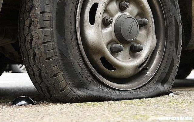 Спасительная кнопка против наглых водителей (5 фото)